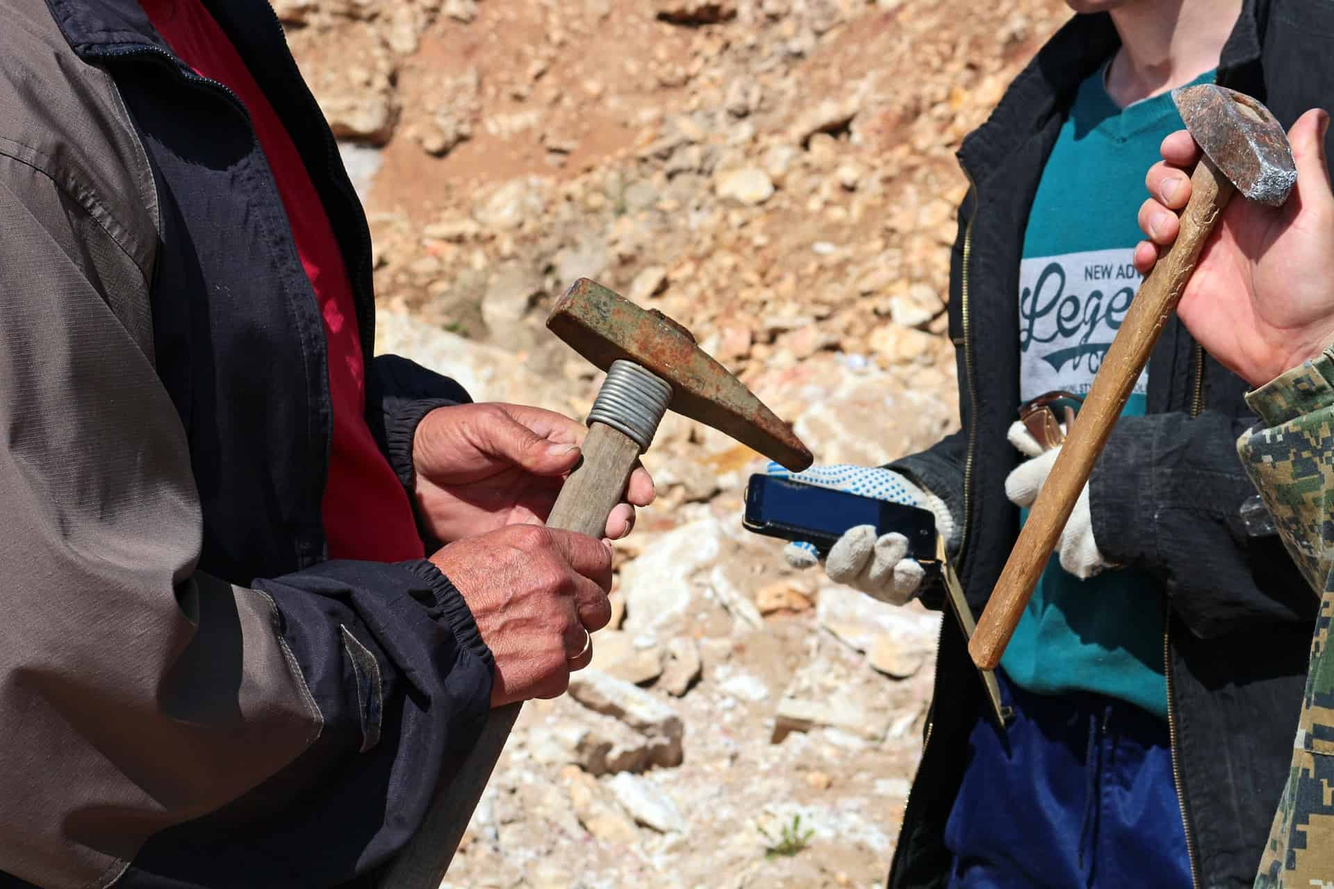 Rocommended hammers, picks, chisels and bars for rockhounding